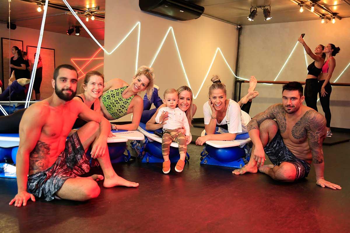 Lucas, Angélica Banhara, Karina Bacchi, Betina Dantas (com o filho), Adriane Galisteu e Gui